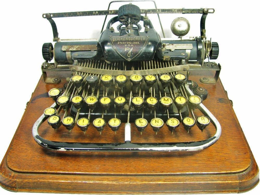 1890s BLICKENSDERFER 7   Typewriter in Original Wood Case  -  Awesome