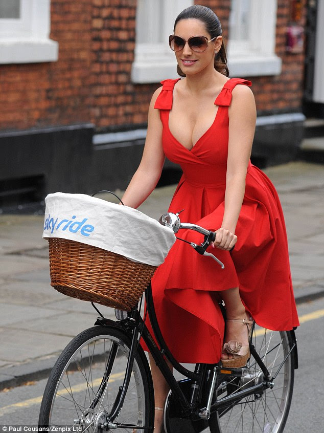 Vintage chic: Kelly's bike sported a cute wicker basket on the front