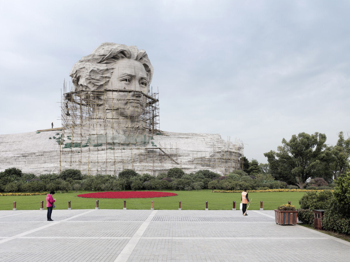 Paisagens alteradas pelas maiores estátuas do mundo 08