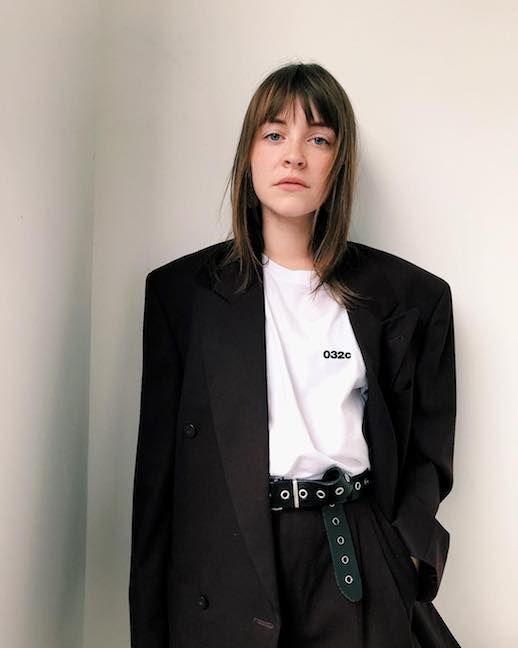 Le Fashion Blog 15 White Graphic TShirts To Shop Now Via @sissi_pohle