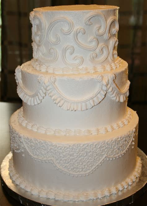 buttercream frosting wedding cakes   Traditional
