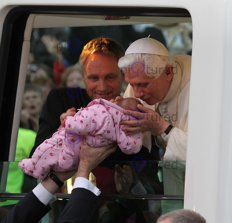 http://cdn.c.photoshelter.com/img-get2/I0000nFXdePgH3BA/fit=1000x750/Pope-Benedict-XVI-Popemobile-kissing-baby-IMG-2650.jpg