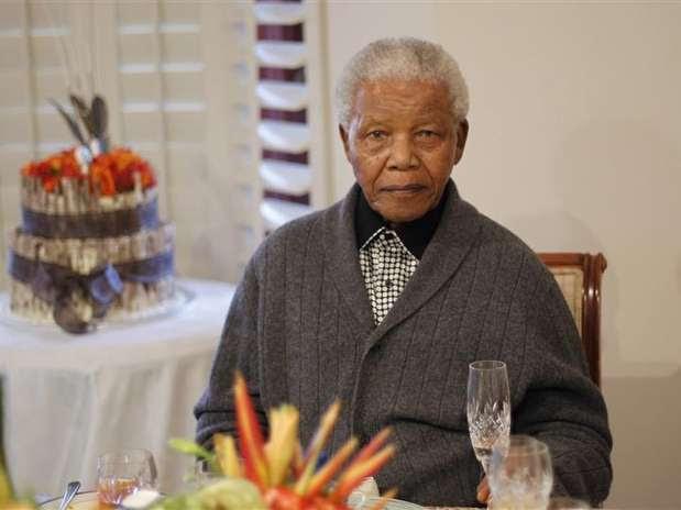 Aos 94 anos, Mandela passou por uma cirurgia e enfrentou uma infecção pulmonar Foto: Siphiwe Sibeko / Reuters