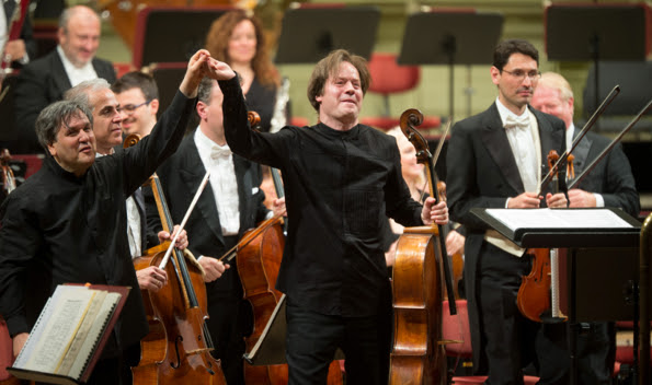 Cellist Jan Vogler, head of the Dresden Music Festival, shares the stage with Anotnio Pappano and the Orchestra of the Accademia Nazionale di Santa Cecilia.  (Photo by Oliver Killig)