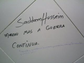 Escreveram no banheiro do shopping