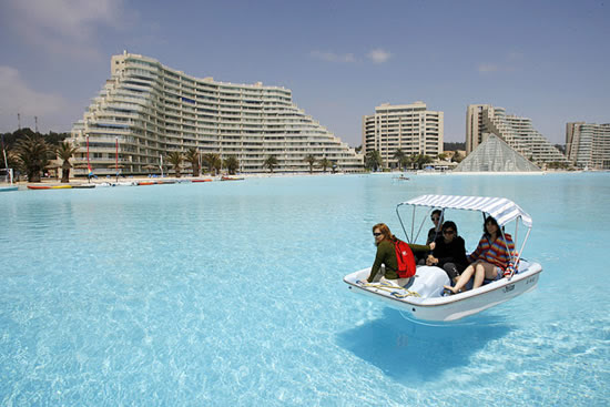 Η μεγαλύτερη πισίνα του κόσμου!