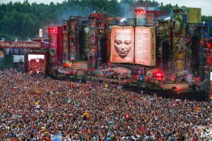 TommorowWorld 2015 - Huge crowds lured by dance music, with pagan symbolism and ritual