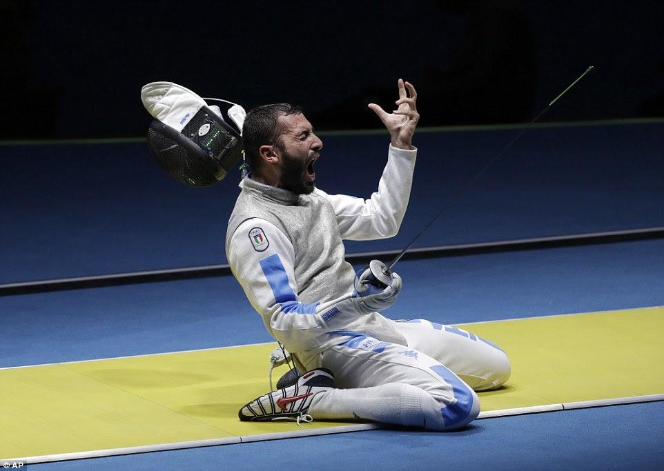 A emoção é claro, para ver no rosto do italiano Giorgio Avola como ele bate na Alemanha Peter Joppich para alcançar as quartas de final da esgrima Florete individual masculino