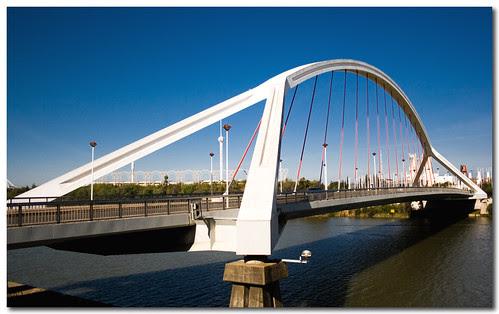 Barqueta Bridge, Sevilla, Spain, by jmhdezhdez