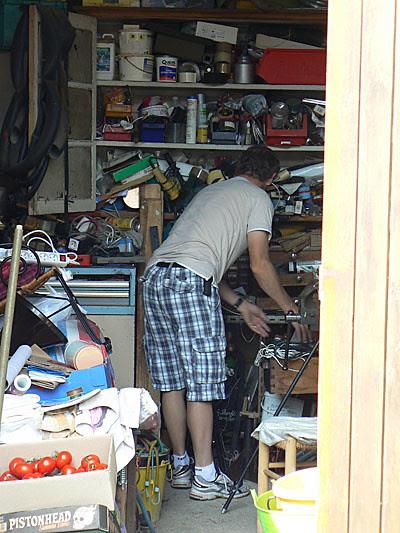 jean mi au garage.jpg
