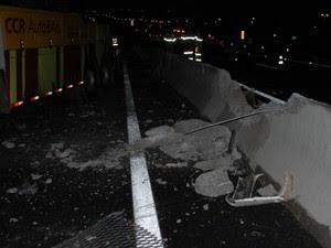 Funcionários da Autoban tiveram que jogar serragem na pista (Foto: Luciano Guerino / GMJ)