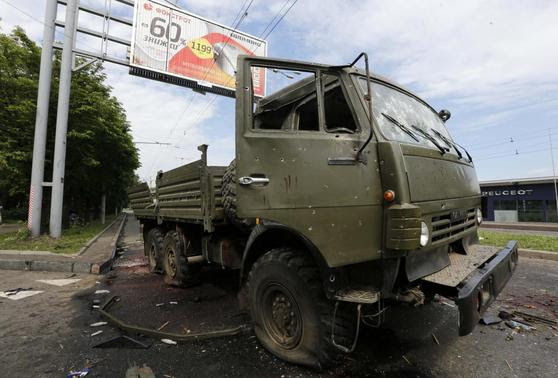 A wrecked Kamaz truck is seen near the Donetsk airport May 27, 2014. REUTERS-Yannis Behrakis