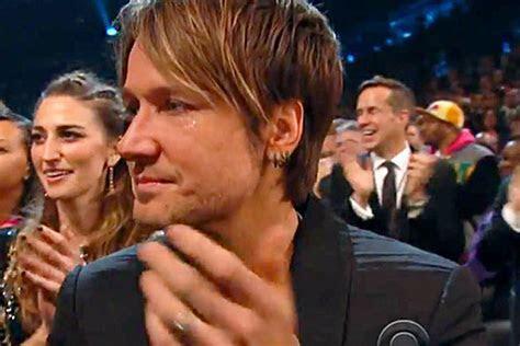 Keith Urban Gets Emotional During Mass Wedding at 2014 Grammys
