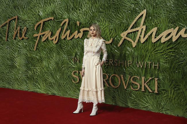 british fashion awards alfombra roja Selena Gomez