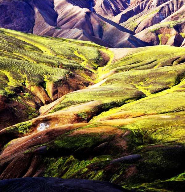 "perierga.gr - Τα ""βαμμένα"" βουνά της Ισλανδίας!"