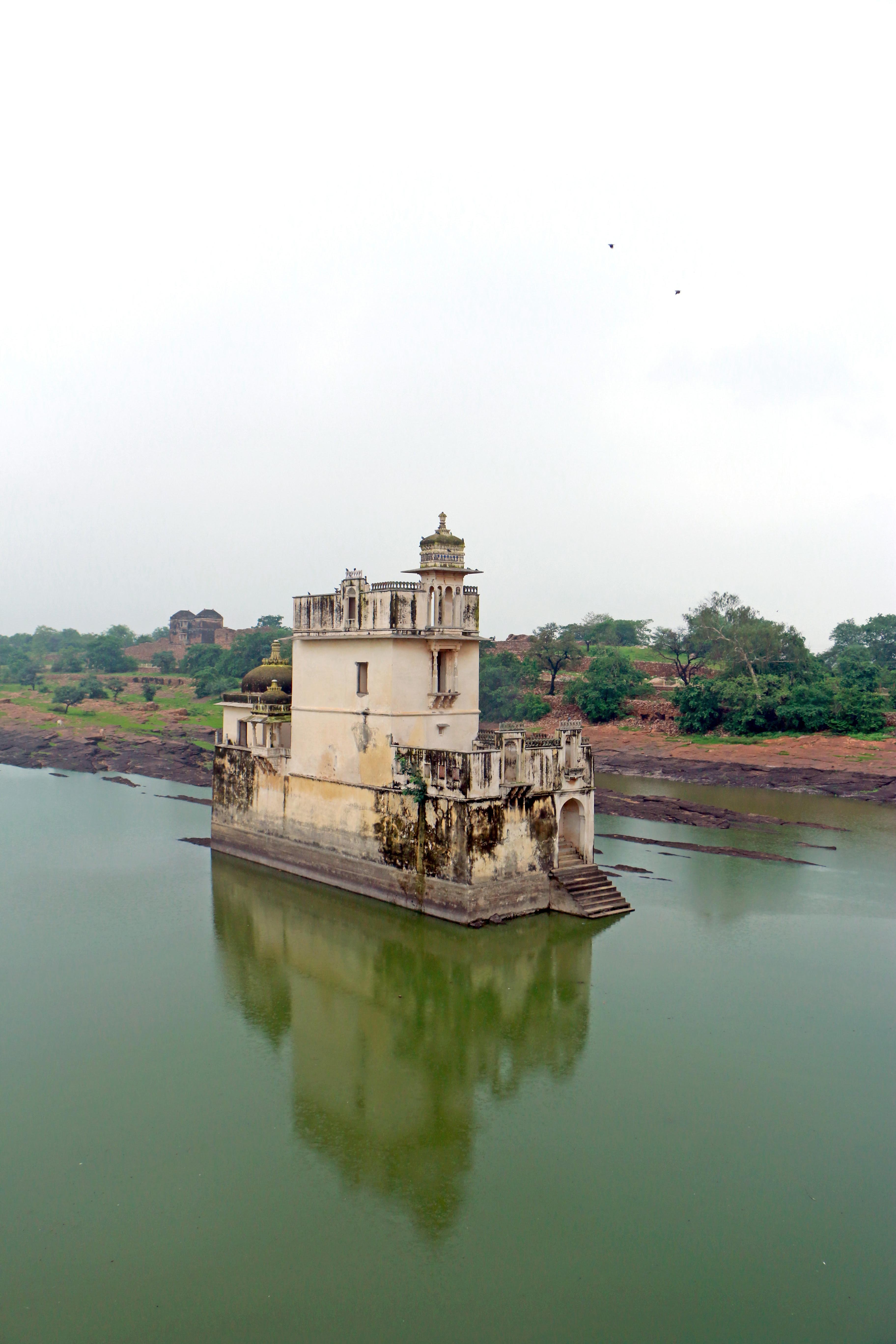 File:Rani Padmini's palace.jpg