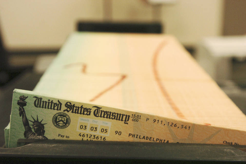 To show the effect of changing U.S. life expectancy, the GAO studied the benefits that men earning $20,000 or $80,000 could expect to receive from the Social Security system over the course of their lives.