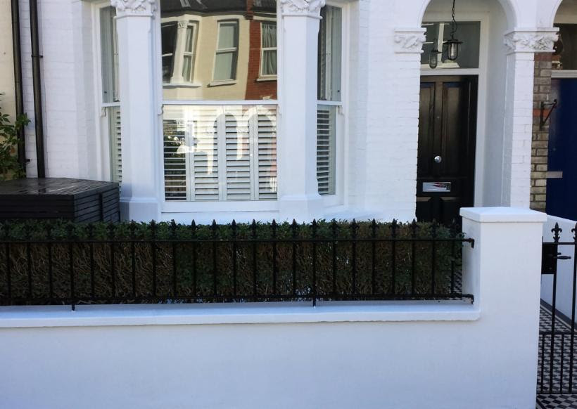 _wsb_820x474_front+garden+wall+with+meatl+rail+london