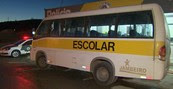 Ônibus é apreendido superlotado (Ônibus é apreendido superlotado (Micro-ônibus é apreendido superlotado (Reprodução/TV Vanguarda)))