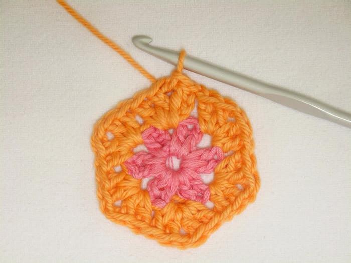 Цветочный фрагмент крючком АФРИКАНСКИЙ ЦВЕТОК для вязания игрушек (33) (700x525, 229Kb)