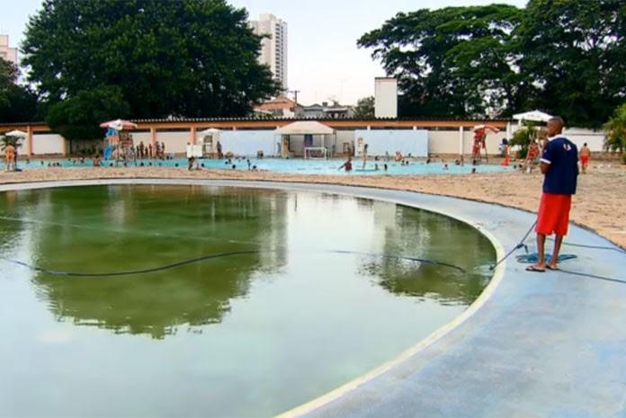 Centro esportivo na Zona Leste de São Paulo transforma piscina em reservatório para evitar perda no tratamento da água