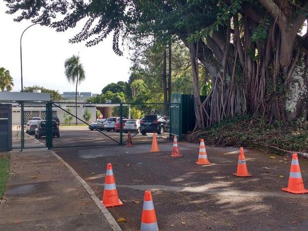 Nenhuma visita foi vista na casa de Eduardo Cunha na manhã desta sexta-feira (6) (Foto: Beatriz Pataro/G1)
