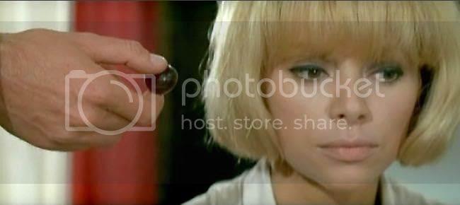 photo mireille_darc_blonde_pekin-4.jpg