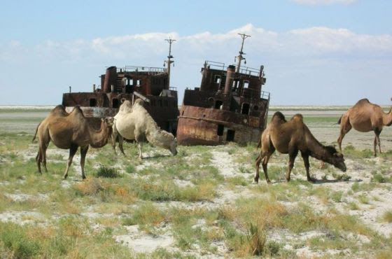 Navios encalhados no Mar de Aral