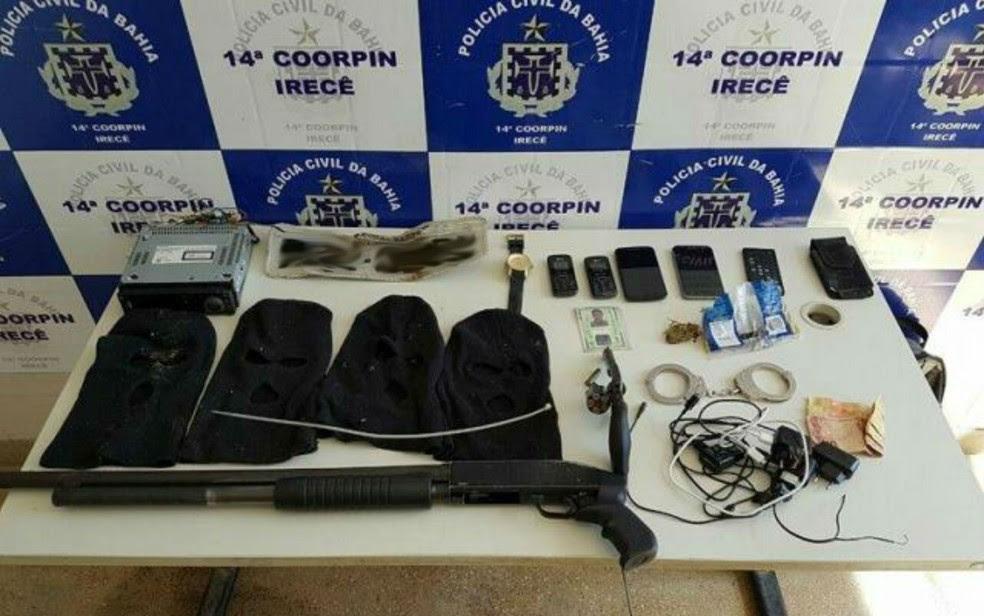 Armas foram encontradas no veículo que estava com os suspeitos (Foto: Luciano Castro/ Central Notícia)