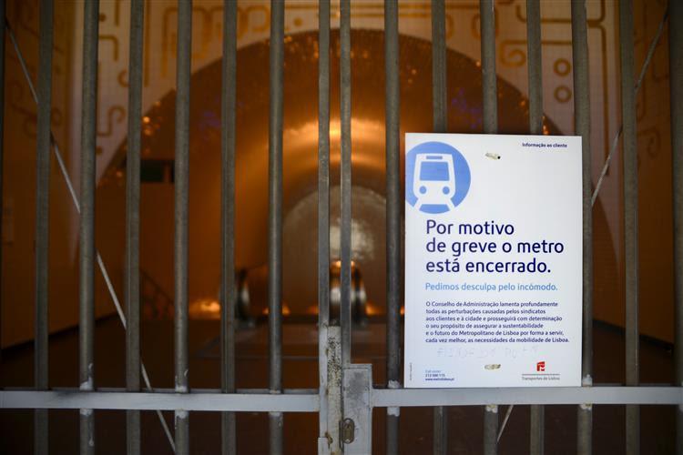 Há greve parcial do metro amanhã