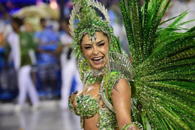 Sete coisas que marcaram a primeira noite de Carnaval do Rio Christophe Simon/AFP