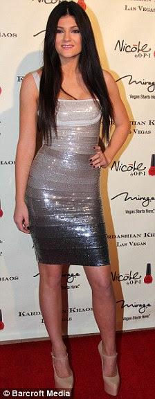 http://i.dailymail.co.uk/i/pix/2011/12/29/article-2079824-0F322E6400000578-823_224x576.jpg