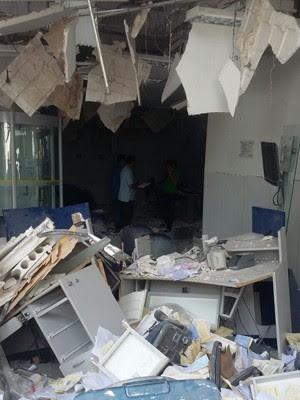 Grupo explode caixas em agência do BB em Santa Rita (Foto: Elbio Carvalho/TV Mirante)