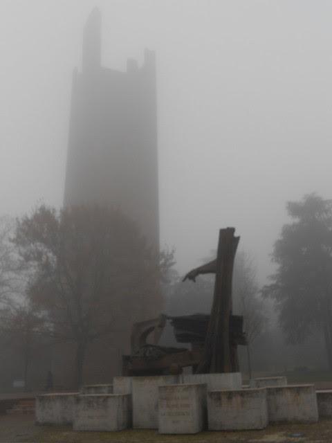 nebbia a Rovigo in piazza Matteotti