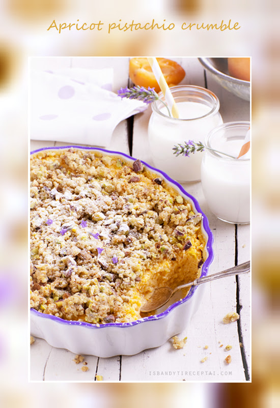 Apricot pudding with pistachio crumble1
