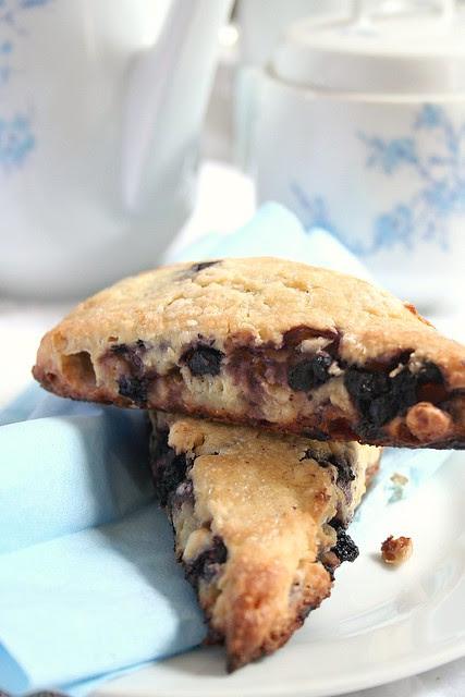 Summer Scones: Blueberries & white chocolate