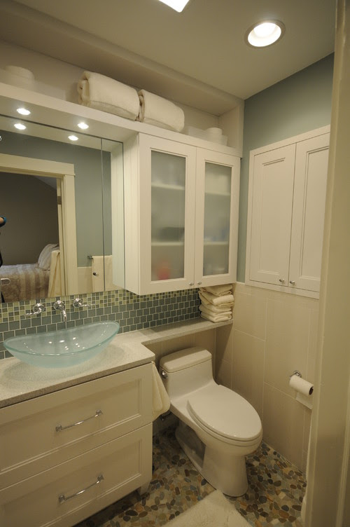 What is the make and model of this toilet? I am redoing a ...