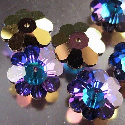 s13374 Swarovski Sew-on Stones (Vintage) - 14 mm Margarita Flowers (3700) - Heliotrope (1)