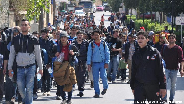 Mimo zamkniętych granic, ludzie wciąż napływają do przepełnionych obozów na Chios