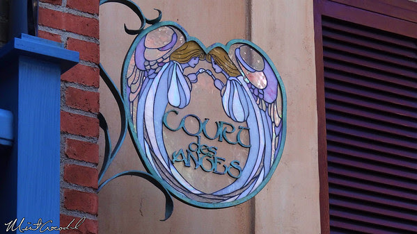 Disneyland, New Orleans Square, Court des Anges, Court of Angels