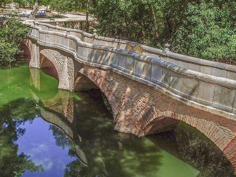 File:Puente de la Culebra. Casa de Campo. Madrid. España.jpg