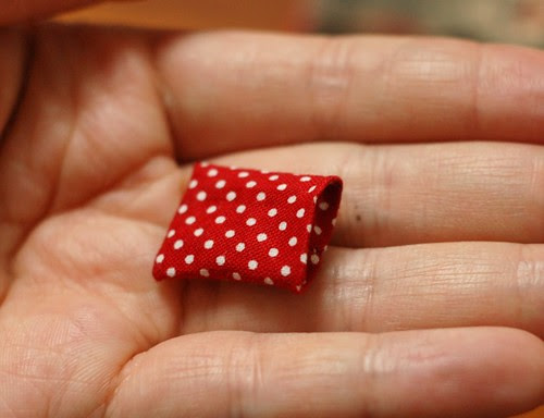 How to make a button pouch with two pockets 24