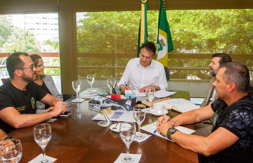 Camilo Santana assinou Lei da Recompensa para estimular denúncias da população. (Foto: Divulgação)
