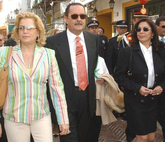 Isabel Pantoja junto a Julián Muñoz y Maite Zaldívar el 28 de febrero de 2003