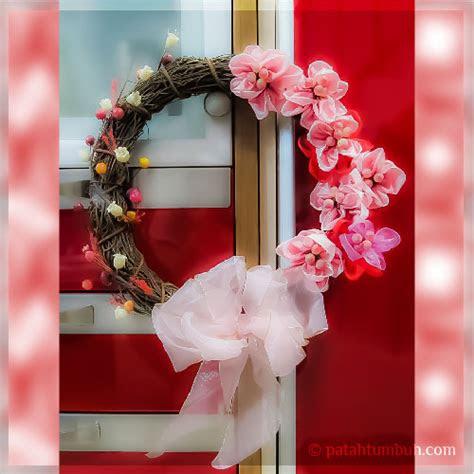 bunga pita hiasan dinding patah tumbuh