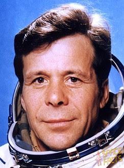 http://www.spacefacts.de/bios/portraits/cosmonauts/khrunov.jpg
