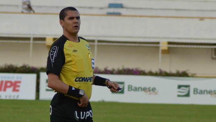 Ricardo Marques, árbitro (Foto: Thiago Barbosa / GLOBOESPORTE.COM)