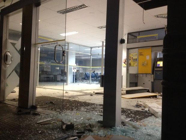 Quadrilha explodiu caixa do Banco do Brasil em Campo Grande (Foto: Renato Medeiros )