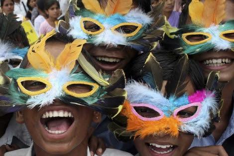Jóvenes seropositivos durante un evento de concienciación.| Reuters