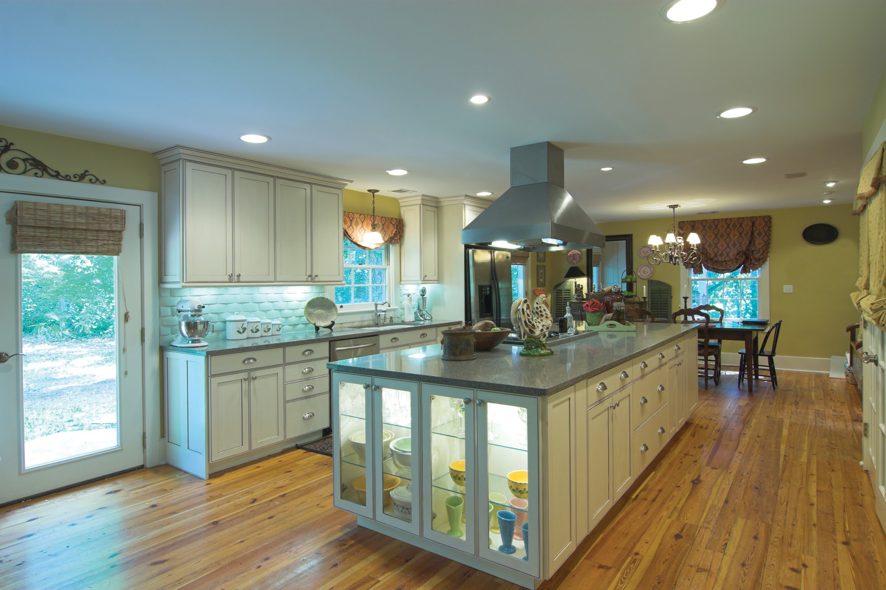 Kitchen with Under CabiLighting